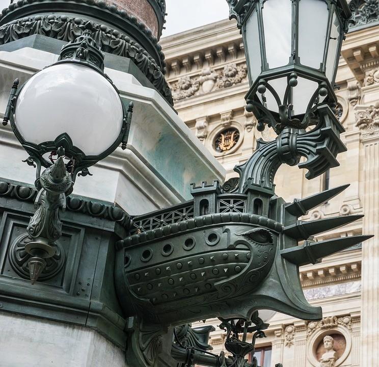 latarnie naplacu opery wParyżu