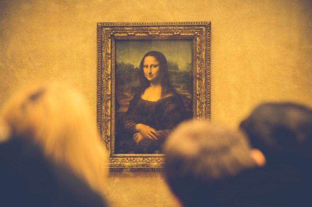 Paryskie muzea wieczorowa pora