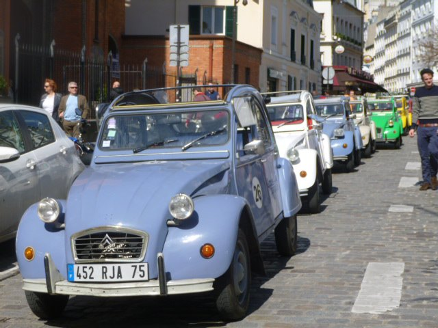 Citroën 2 CV wParyżu zamiast limuzyny?