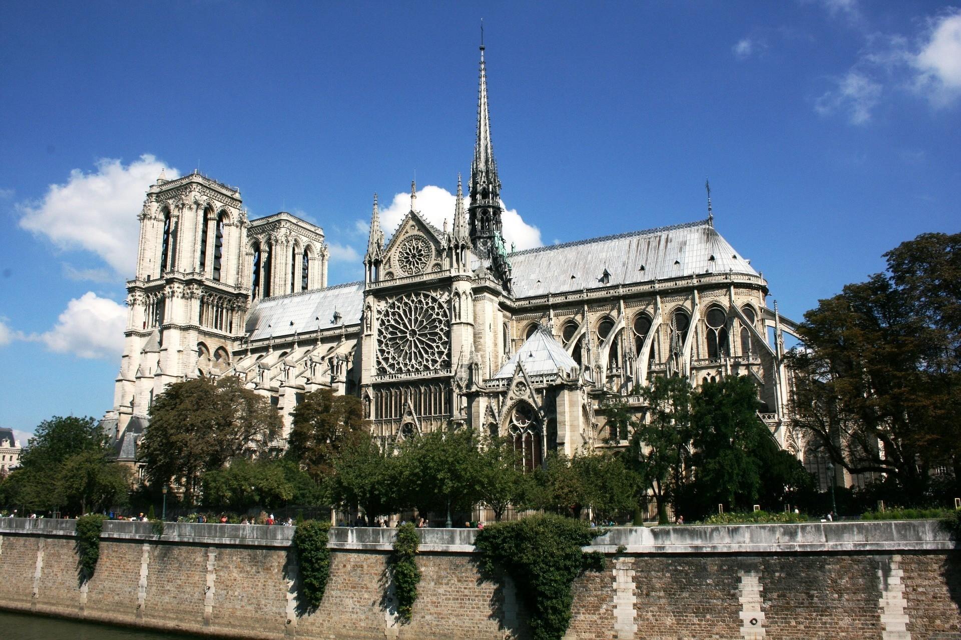 Jakie są najczęściej odwiedzane zabytki Paryża?